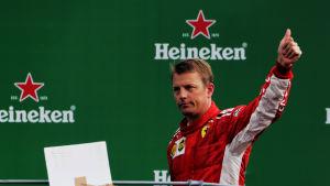 Kimi Räikkönen på pallen.