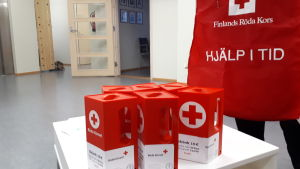 Insamlingsbössor till Röda Korset.