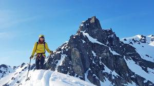 Fredrik Aspö uppe på en bergstopp.