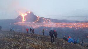 Vy över vulkanutbrottet på Reykjanes-halvön, Island.