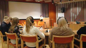 Ungdomar från Sverige, Norge och Finland deltog i ett seminarium vid Hanaholmens kulturcentrum om samernas framtid.