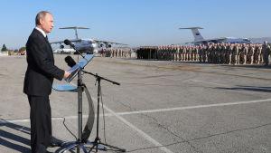 Rysslands president Vladimir Putin besökte den ryska flygbasen i Khemimim i Syrien år 2017