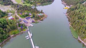 Helikopterbild av Barösund hamn