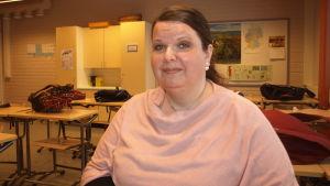 Anne Kaskinen undervisar i svenska vid mertalan koulu i Nyslott.