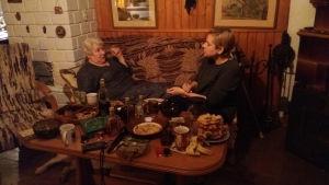 Elżbieta och Miłka Malzahn berättar vid kaffebordet