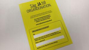 Ifyllt organdonationskort visar att man vill att organen tas till vara och hjälper andra människor.