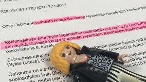"""Pressmeddelandet för Ozzys """"sista"""" gig på rockfest 2018 med understreckning och Playmobil-gubbe som ligger på pappret."""