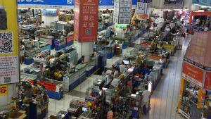 I Shenzhens massiva elektronikvaruhus är utbudet närmast oändligt. Shenzhen spelar en nyckelroll i megaregionen.