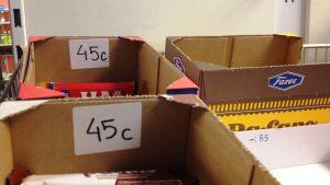 Prismärkningar på godislådor