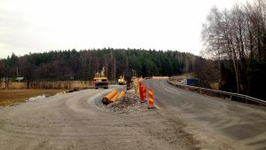 Rödhällssunds reservbro byggs.