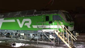 VR:s nya ellok som tillverkats av Siemens och som ska börja trafikera järnvägarna i vårt land.