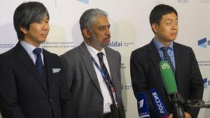 Professor Yuichi Hosoya (till vänster) beskriver Asien som en fredlig världsdel, bredvid honom Rahda Mohan Singh och Wang Yiwei