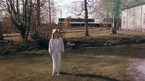 Sofie  Stara som sjuåring på gård.