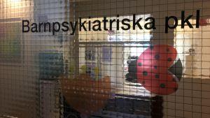 Ingången till barnpsykiatriska polikliniken vid Vasa centralsjukhus.