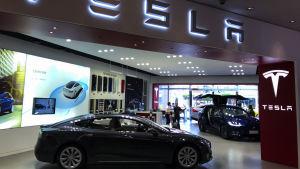 Bilbolaget Tesla Motors har haft stora svårigheter att uppnå sina produktionsmål