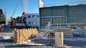 Byggarbetsplats där Sjundeå skolcentrum håller på att byggas.