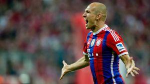 Arjen Robben urstark i seriepremiären för  FC Bayern München.