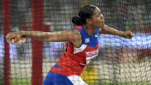 Denia Caballero vann guld i diskus vid VM i Peking.