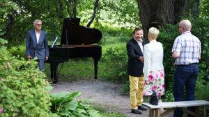 Eino Grön ja Seppo Hovi esiintyvät oululaiselle pariskunnalle SuomiLOVEn 3. kaudella.