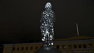 Minnesmärke över vinterkriget på Kaserntorget i Helsingfors.