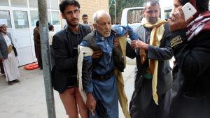 Alla 55 dödsoffer och 71 skadade i attacken verkar ha varit civila, enligt ögonvittnen