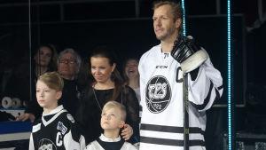 Tomi Kallio med familj.