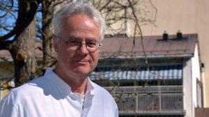 Porträttbild av chefsläkare Peter Braskén.