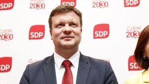 Ville Skinnari efter SDP:s presskonferens 4.6.2019.