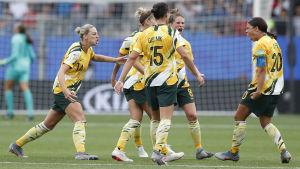 Australien jublar efter mål.