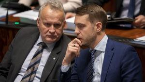 Hannu Hoskonen ja Jouni Ovaska eduskunnassa 23.10.2019