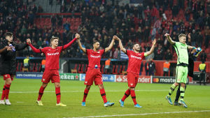Leverkusens spelare jublar efter segern över Atlético Madrid.