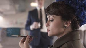 På bilden syns skådespelaren Helena Bonham Carter som spelar i tv-serien The Crown.