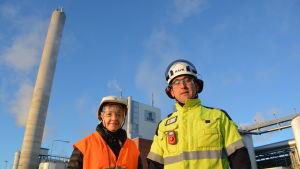 Sari Hörkkö, intressentgruppsdirektör för UPM:s cellulosa-affärsområde, och Simon Fagerudd, direktör på UPM i Jakobstad.