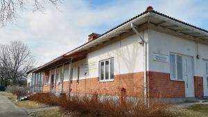 Ungdomsgården i Ingå är en byggnad i rött och vitt.