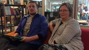 Klassläraren Sebastian Edén och rektorn Pia Silvander i Kottby lågstadieskola.