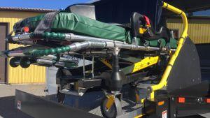 En automatisk bår för en ambulansbuss.