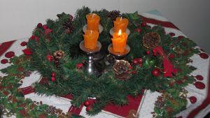 Adventskrans med ljus.