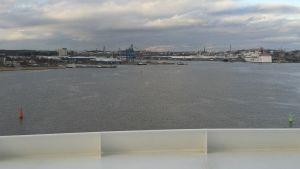 Vy över Åbo hamn från fartyget Viking Grace