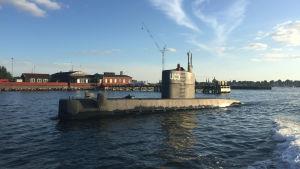 Den privatägda ubåten UC3 Nautilus utanför Köpenhamn. Kvinnan på fotografiet som togs den här veckan, har inte identifierats