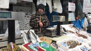 Gerardo jämför Berlusconi med en gammal fisksoppa