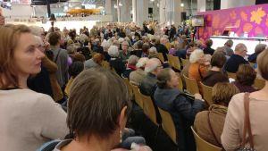 Publik på Helsingfors bokmässa 2017.