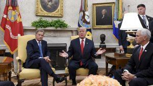 Sauli Niinistö, Donald Trump och Mike Pence i Vita huset