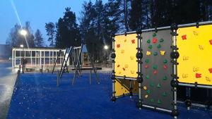 Skolgård vid Chydenius skola.
