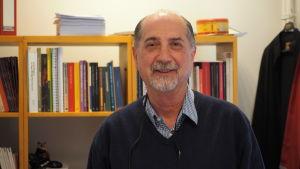 Emre Gönen är lektor vid Bigli Universitetet i Istanbul.