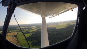 Utsikten från ett litet flygplan