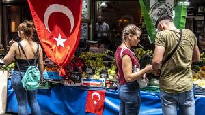 Gatubasar i Istanbul.