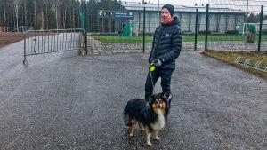 Anders Lindahl med sin hund