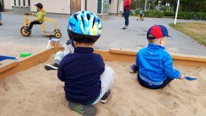 Barn vid Hjortgatans daghem i Karleby.