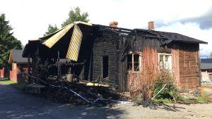 Ett av husen som pyromanen i Kristinestad tände på.