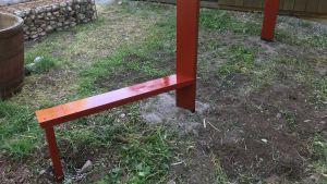 liten bänk i ändan på staket